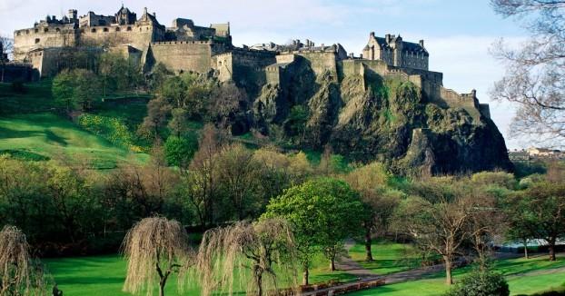Edinburgh-Castle-e1408844766949